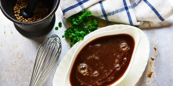 Коричневый соус имеет приятный аромат и вкус. /Фото: bit.ua