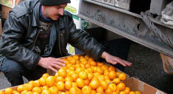 Есть мандарины и апельсины килограммами вредно, даже в преддверии Нового года. /Фото: gdb.rferl.org