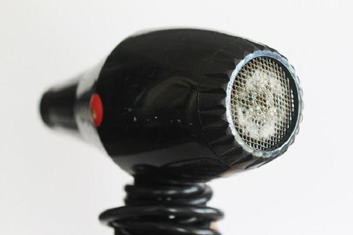 Систематическая чистка фена — залог его бесперебойной работы и здоровья ваших локонов. /Фото: syl.ru