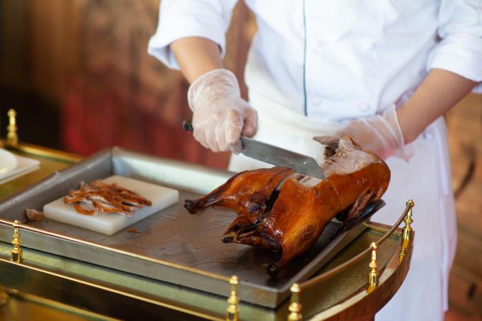 Вдувание воздуха минимизирует пропитывание шкурки мясными соками. /Фото: montecristomagazine.com