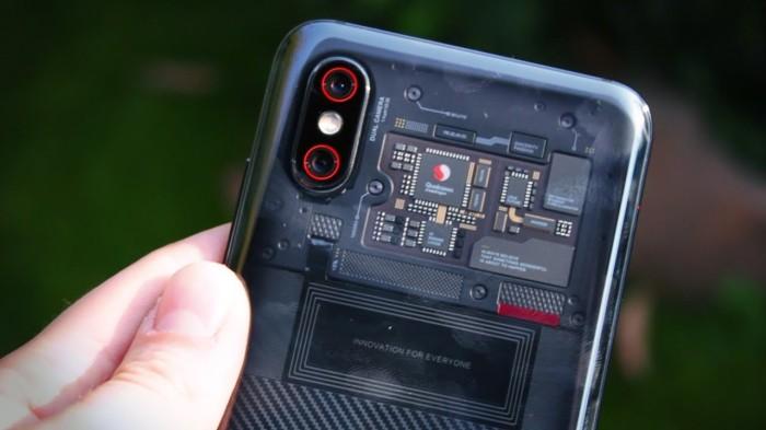 Особо любопытные пользователи могут рассмотреть все устройство своего смартфона. /Фото: i.ytimg.com