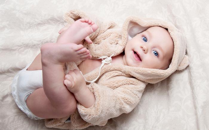 Согнутые ножки у ребенка должны стать сигналом к бдительному вниманию у родителей. /Фото: s1.1zoom.me