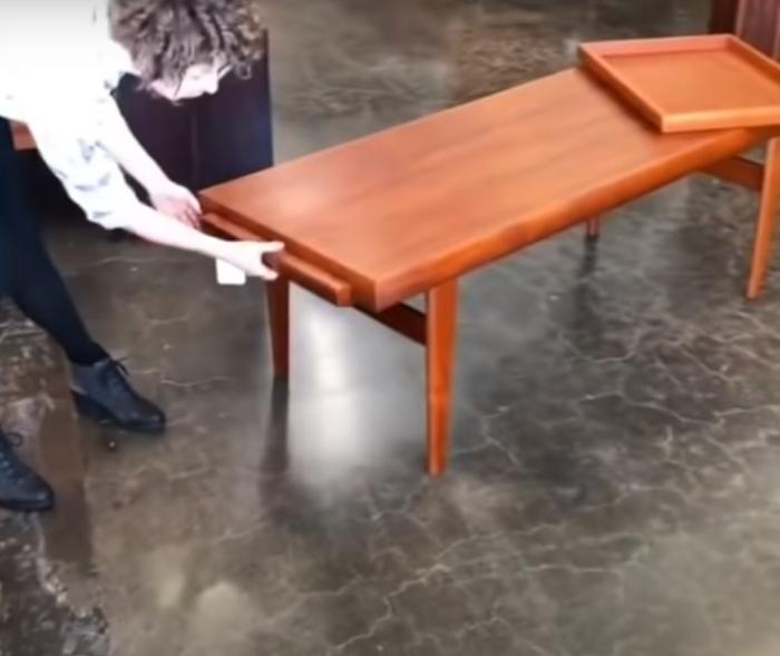 Сначала стул невозможно разглядеть. /Фото: youtube.com