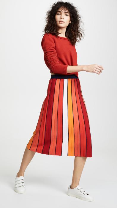 Трикотажная юбка с разноцветными полосами придает образу яркую оригинальность. /Фото: m.media-amazon.com