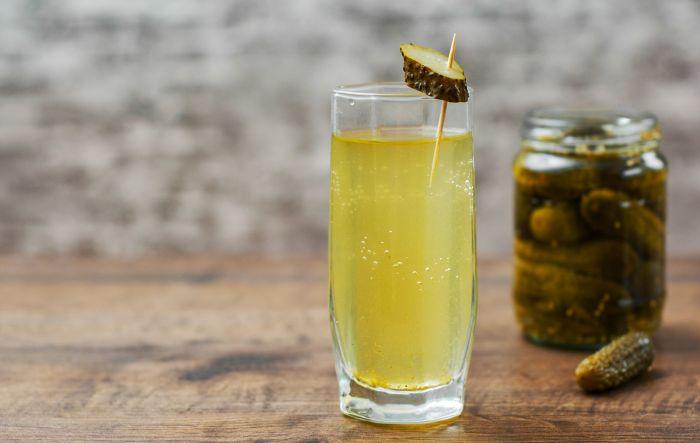 Рассол тоже можно считать полезным напитком. /Фото: odprtakuhinja.delo.si