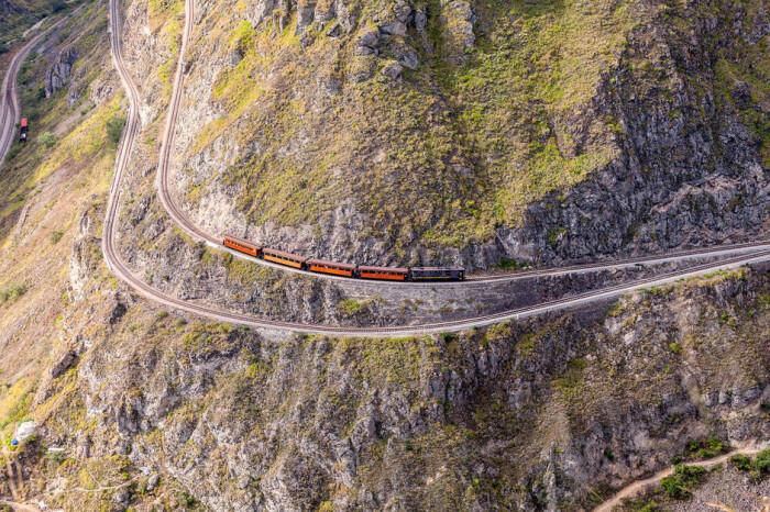 Отделаться от ощущения, что поезд смотрит в бездну, очень тяжело. /Фото: aws.traveler.es