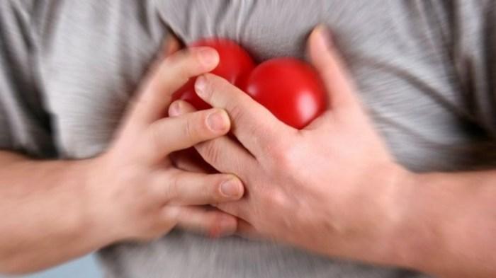 Давление в груди — явный признак скорого сердечного признака. /Фото: amcenter.com.ua