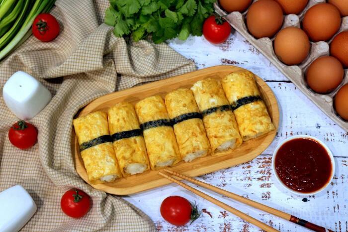 Очень аппетитное и сытное блюдо, которое напоминает роллы. /Фото: 1000.menu