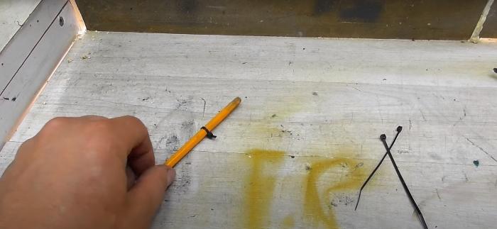 Таким образом удобно фиксировать предметы на наклонной поверхности. /Фото: youtube.com
