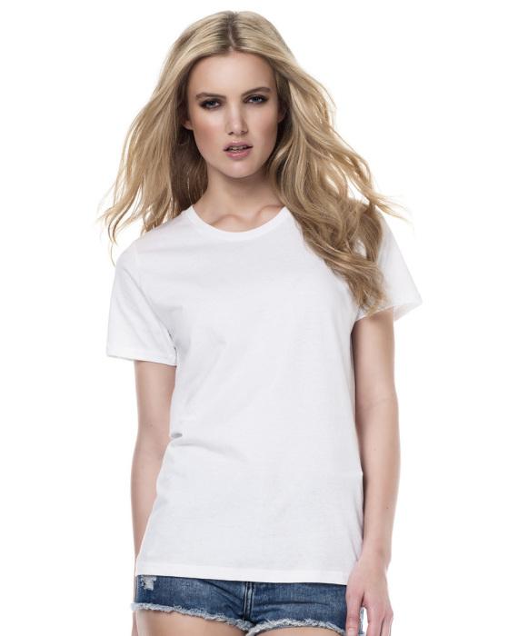 Белая футболка «склеит» в один образ вещи разных форматов. /Фото: slimfit-clothing.com