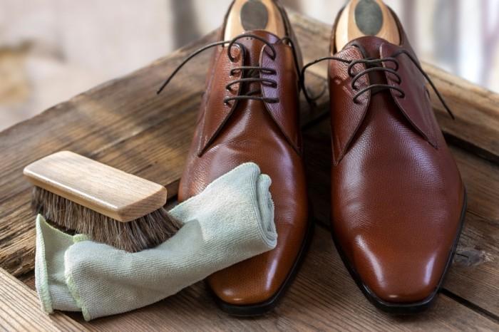 Кожаная обувь будет чистой и блестящей. /Фото: tsutsumupaisen.com