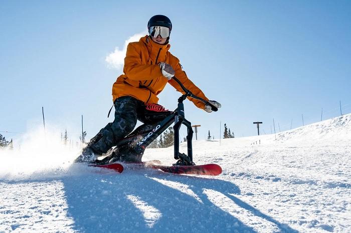 Сноубайк – интересный микс велосипеда и лыж. /Фото: i.shgcdn.com