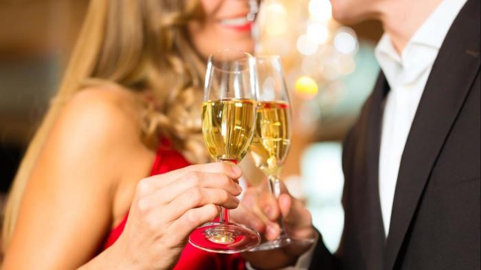 Ванночка для волос из шампанского – dolce vita для белокурых красоток. /Фото: hugenpoet.de