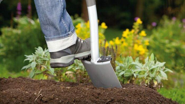 Забота о саде будет гораздо эффективнее, если использовать компост. /Фото: ganc-chas.by