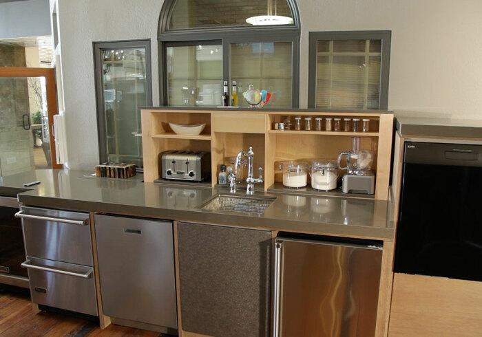 Удобное и современное решение для кухни любых размеров. /Фото: tvlift.com