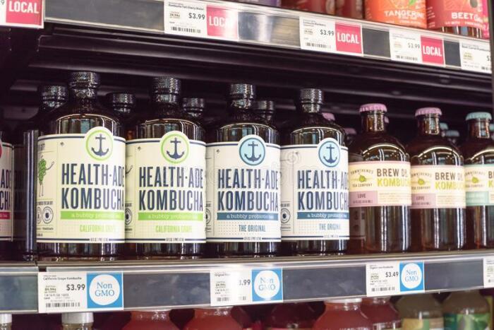 Kombucha Brewers International — компания, которая активно занимается производством и продажей алкогольной версии чайного гриба. /Фото: thumbs.dreamstime.com