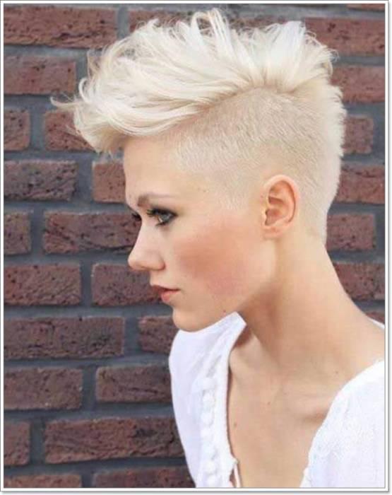 Такой образ подойдет для уверенных в себе стильных женщин. /Фото: mixmatchfashion.com