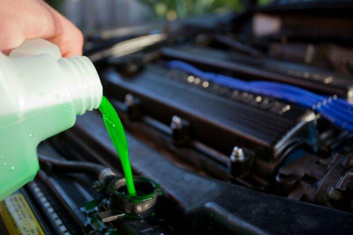 Справиться с охлаждающей жидкостью поможет простая хитрость. /Фото: vnn-imgs-f.vgcloud.vn