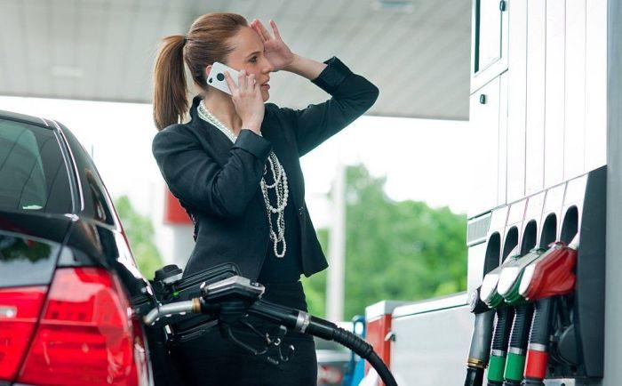 Разговор по мобильному не может вызвать пожар. /Фото: vkcyprus.com