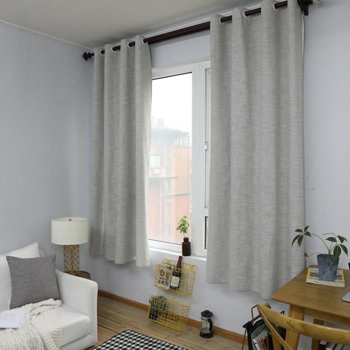 Короткие шторы «приземляют» потолок. /Фото: highendcurtain.com