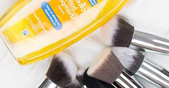 Детский шампунь незаменим при чистке кистей для макияжа. /Фото: cdn.junglecreations.com