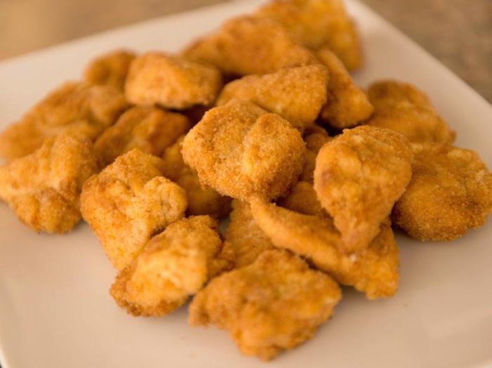 Оказывается, куриные наггетсы были придуманы профессором Корнелльского университета. /Фото: food.fnr.sndimg.com