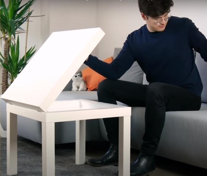 Полезная доработка стола. /Фото: youtube.com