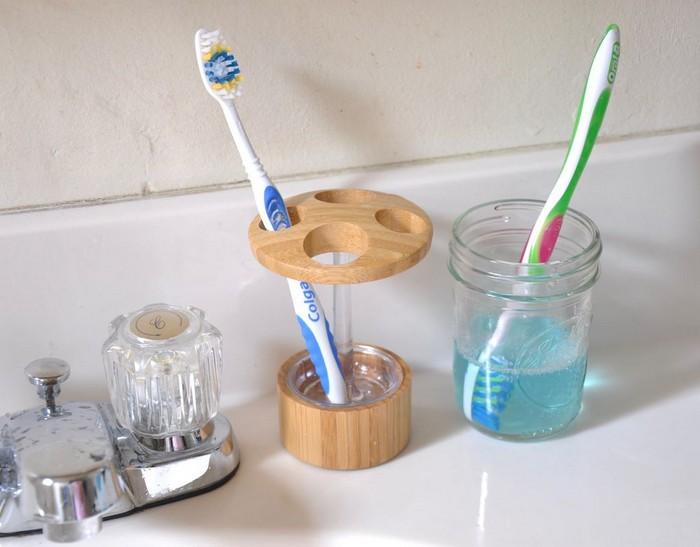 Зубную щетку надо чистить один раз в 2 недели. /Фото: polsov.com