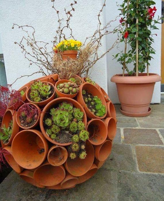 Сделать такое украшение для сада на самом деле очень просто. /Фото: i.pinimg.com