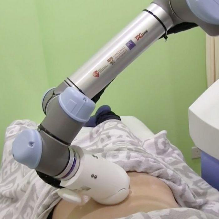 Удивительная машина, способная заменить медицинского работника. /Фото: i2-prod.mirror.co.uk