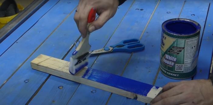 Простой способ сделать замену испортившейся дома кисточке. /Фото: youtube.com/watch?v=BOWJ2wA2-M0