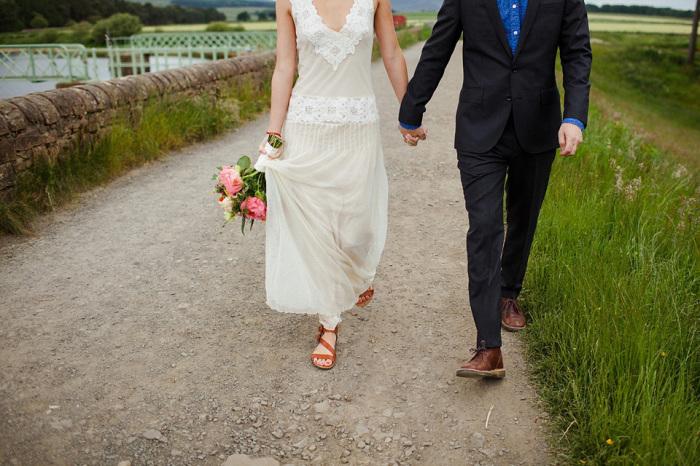 Если невеста запачкалась, ничего страшного, гости только рады. /Фото: lovemydress.net