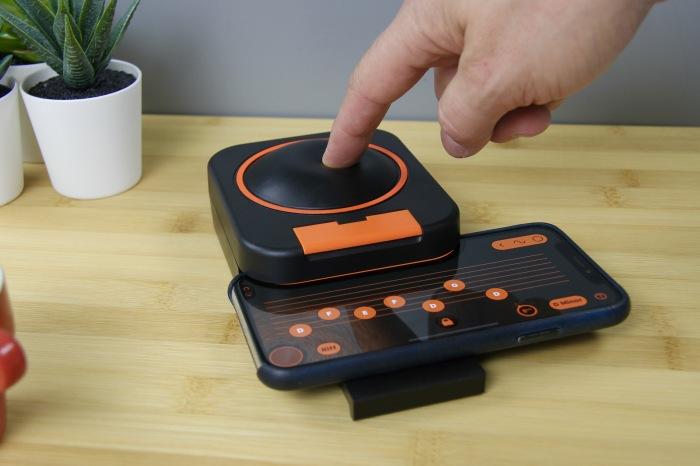 Skwitch выглядит просто, но позволяет почувствовать себя музыкантом. /Фото: skoogmusic.com