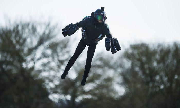 Летающий костюм Gravity Jet Suit. /Фото: img.newatlas.com