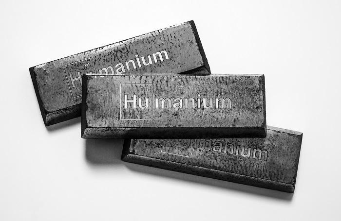 Металл из конфискованного орудия становится материалов для создания мирных вещей. /Фото: theinspirationroom.com