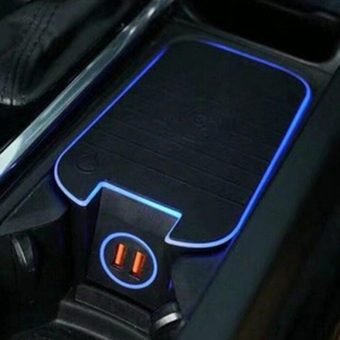 Беспроводная зарядка для Volvo монтируется вместо какого-то отсека. /Фото: ae01.alicdn.com