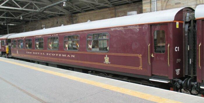Поезд Royal Scotsman сделает знакомство с Шотландией комфортным. /Фото: docbrown.info