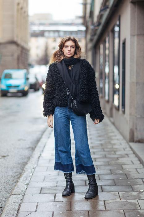 Гармоничный зимний образ с джинсовыми кюлотами. /Фото: i1.wp.com