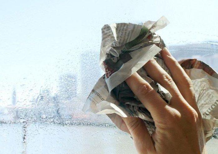 Газета не оставляет на стеклянных поверхностях никаких разводов и ворсинок. /Фото: vesinhhc.vn
