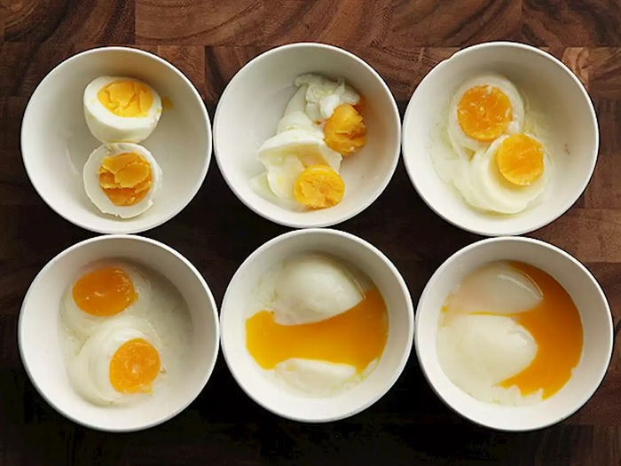 Если вы никогда не варили яйцо в микроволновой печи, то настало время попробовать. /Фото: headtopics.com