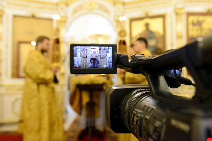 Во время технических коммуникаций провести онлайн-богослужение не составляет труда. /Фото: pravosakh.ru