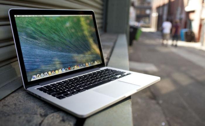 На клавишах часто собирается грязь и пыль, но зубная нить поможет с ними справиться. /Фото: keddr.com