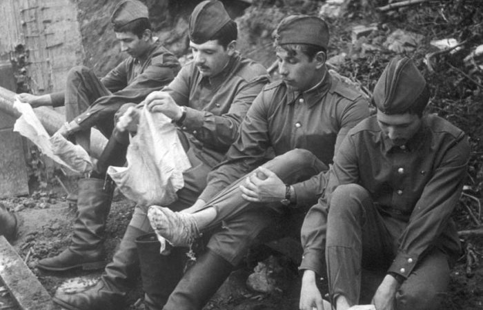 Наматывание портянок – армейское искусство. /Фото: lemurov.net