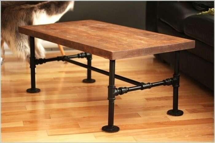 С помощью дешевых пластиковых труб можно создать прочную и красивую мебель на любой вкус. /Фото: foochia.com