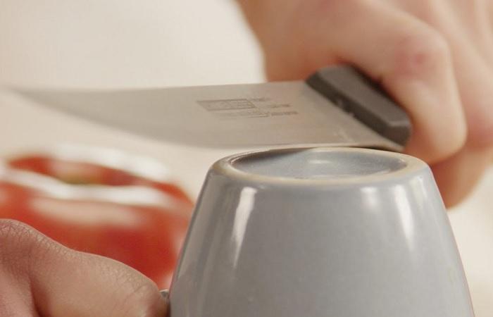 Оригинальный метод заточки ножа с тем, что всегда под рукой. /Фото: ganzo.ua