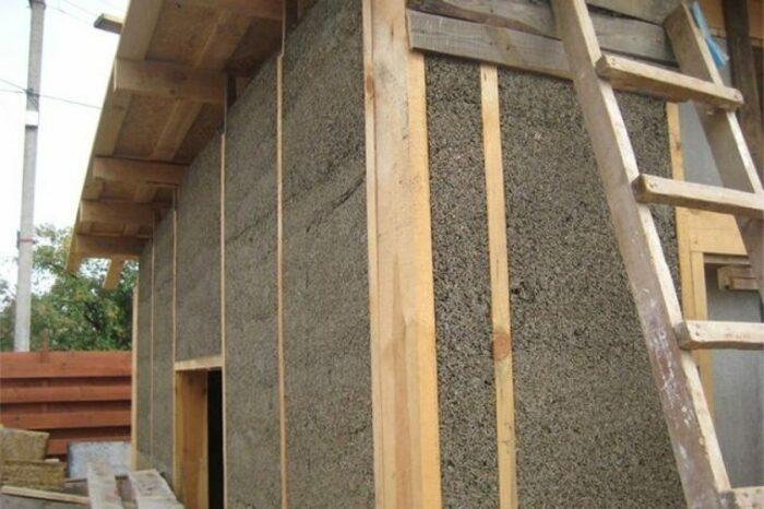 Очень важно перед началом работ убедиться в хорошем качестве утепляемой древесины. /Фото: samstroy.com