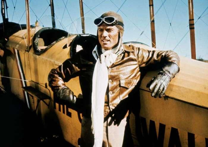 Шелковый шарф у пилотов играл сначала практичную, и только потом модную роль. /Фото: i.imgur.com