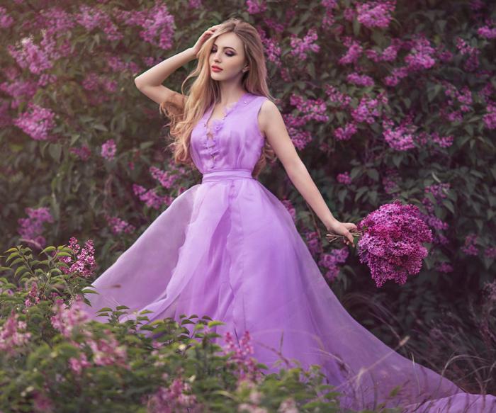 Блондинкам подходит фиолетовый и в одежде, и в шампунях. /Фото: nastol.com.ua