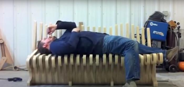 Мебель, которая трансформируется в скамейку для спокойного отдыха. /Фото: youtube.com/watch?v=ymAChY3AG4A&ab_channel=TechZone