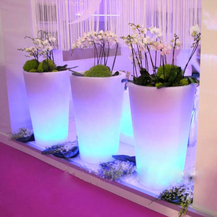 Цветочные композиции с атмосферной подсветкой. /Фото: sc01.alicdn.com